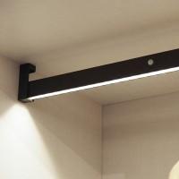 Emuca Barra para armario con luz LED, regulable 858-1.008 mm, batería extraible, sensor de movimiento, Luz Blanca natural, Alumi